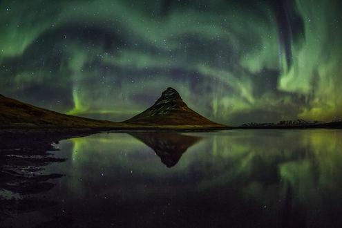 Обои Северное сияние в небе и его отражение в воде, фотограф Sergey Merphy