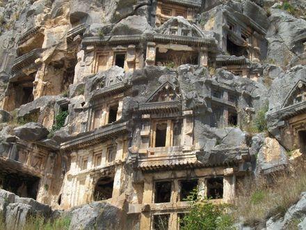 Обои Скальные гробницы, освещенные солнцем, в городе мертвых Мирра, Турция