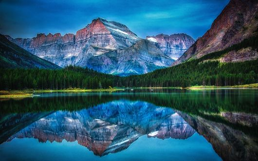 Обои Озеро у леса и гор, Канада