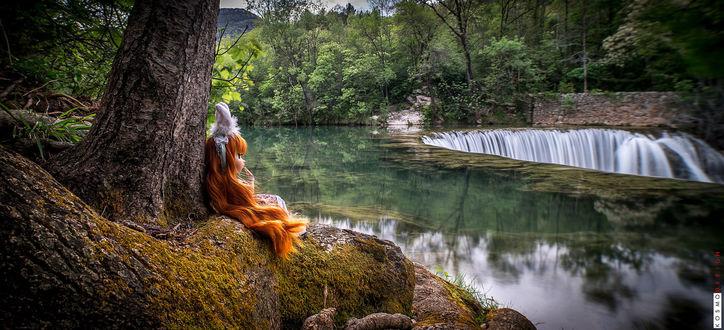 Обои Рыжеволосая кукла, посаженная у ствола дерева, на берегу реки у небольшого водопада. France / Франция, de Saint-Laurent-le-Minier, by KosmoDesign