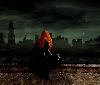 Обои Рыжеволосая девушка сидит на фоне ночного города
