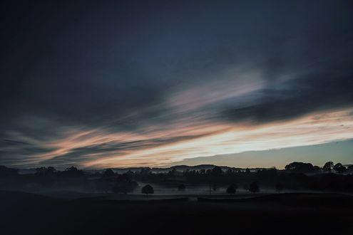 Обои Раннее утро в туманной долине