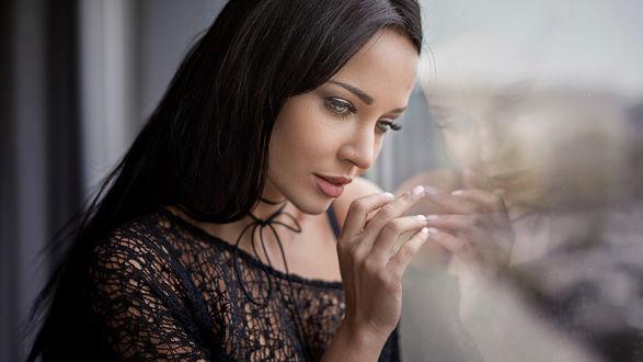 Обои Модель Ангелина Петрова у окна, фотограф Javier Ullastres