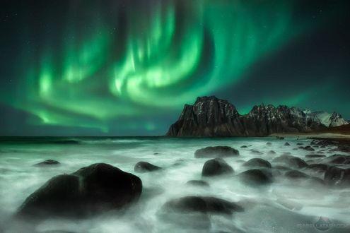 Обои Северное сияние в небе, Lofoten islands / Лофотенские острова, фотограф Isabella Tabacchi