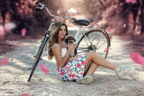 Обои Девушка со щенком сидит у велосипеда на земле, фотограф Alessandro Di Cicco