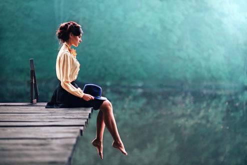 Обои Модель Рита сидит на мосту, опустив ноги вниз, фотограф Кузин Макс