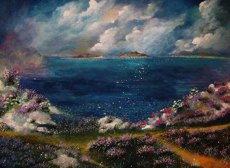 Обои Голубое озеро в окружении цветов под облачным небом, by milenkadelic