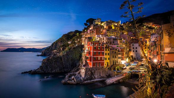 Обои Вечерний город Риомаджоре, Италия