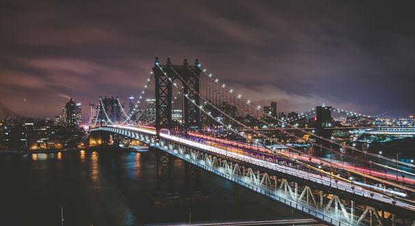 Обои Мост через реку, вечерний Нью-Йорк, США