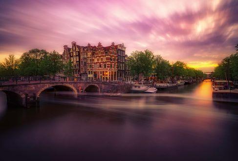 Обои Вечерний Amsterdam / Амстердам, мост через канал, фотограф Remo Scarfо