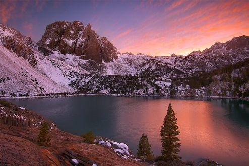 Обои Озеро в окружении гор, фотограф Quan Yuan