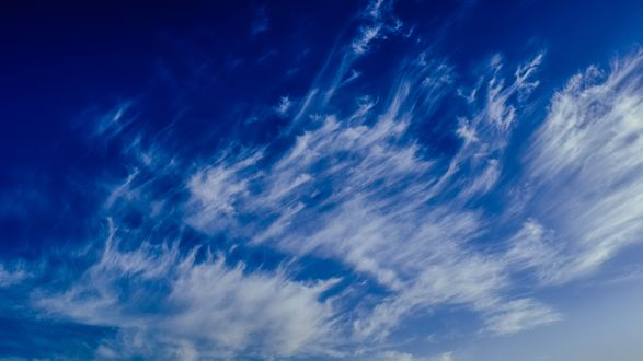 Обои Ясное синее небо