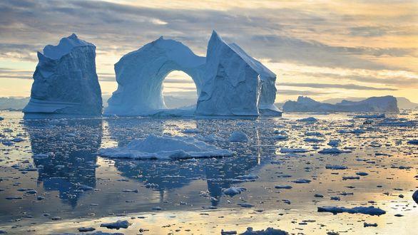 Обои Причудливые айсберги в заливе Диско, Гренландия / Disko Bay, Greenland