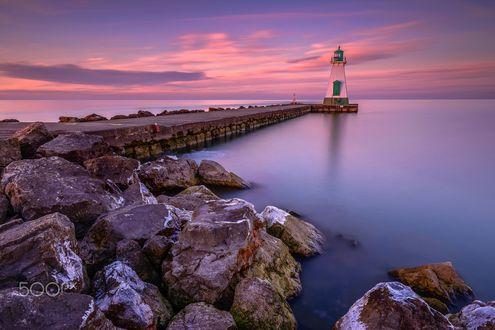 Обои Мостик ведущий к маяку на море