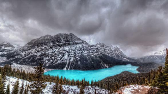 Обои Озеро Пейто у заснеженных гор, Альберта, Канада