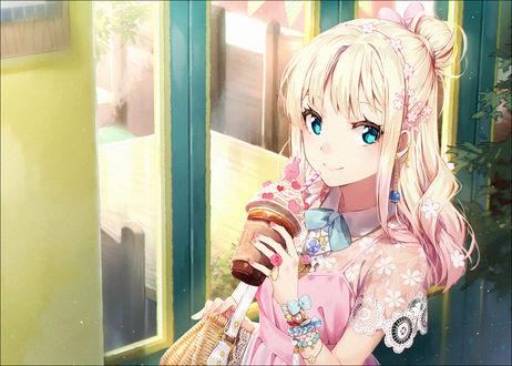 Обои Голубоглазая девочка с мороженым