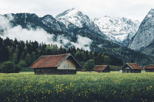 Обои Деревянные домики в предгорье, фотограф Daniel Casson