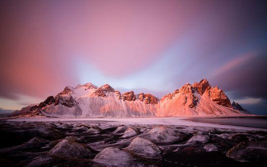 Обои Заснеженная гора у озера на фоне красивого неба, Исландия
