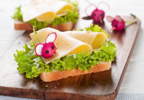 Обои Доска с прикольным сендвичем