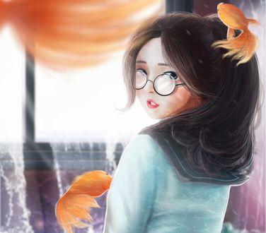 Обои Девушка в очках в окружение рыбок, by minnhsg