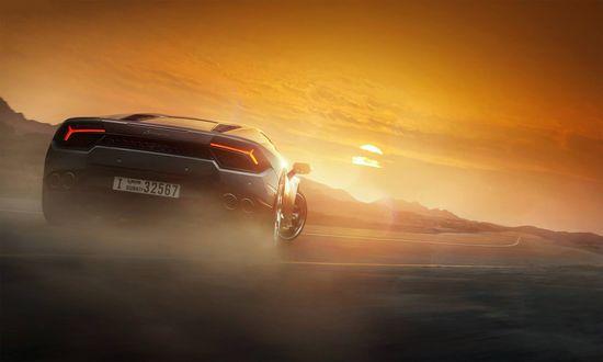 Обои Восход солнца, на дороге стоит Lamborghini