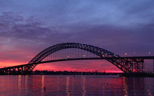 Обои Bayonne Bridge / Байон мост через пролив Kill Van Kull / Килл-ван-Кулл на фоне вечернего неба