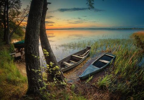 Обои Лодки в воде у берега. Фотограф Серж Домбровский
