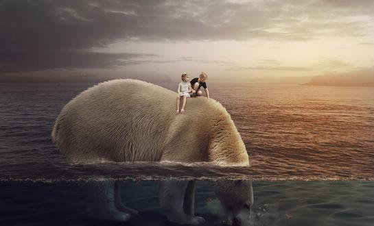 Обои Двое детей забрались на спину огромного белого медведя