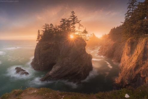 Обои Волшебный остров на побережье Oregon / Орегона, фотограф Daniel Kordan