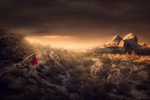 Обои Девушка в длинном красном платье в горах, фотограф Jessica Drossin