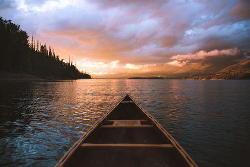Обои Лодка на воде, фотограф Forrest Mankins