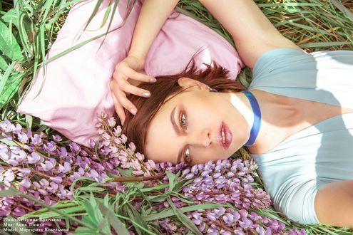 Обои Модель Маргарита Кавельман лежит в цветах, фотограф Катерина Крючкова