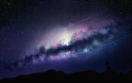 Обои Силуэт мужчины в горах на фоне ночного неба, млечного пути и падающих звезд