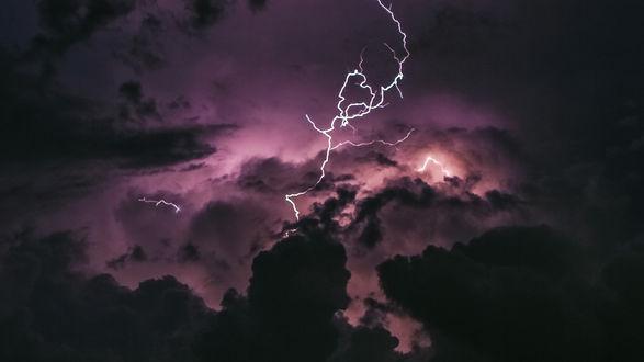 Обои Разряд молнии в небе