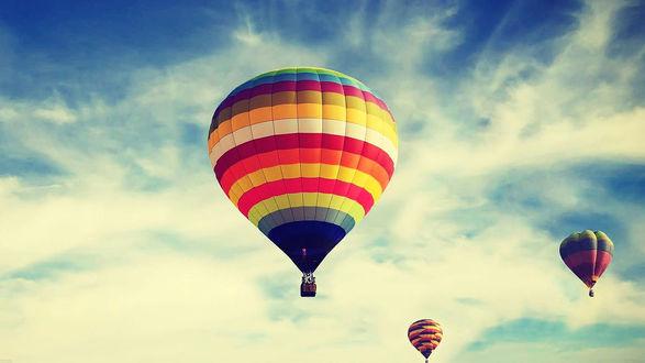Обои Разноцветные воздушные шары в небе
