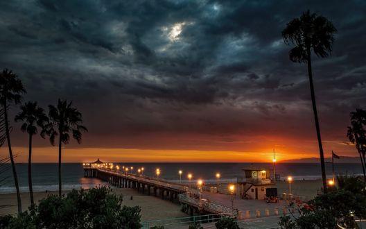 Обои Пирс Manhattan Beach / Манхэттен-Бич в вечернее время, фотограф Johnny Santiago
