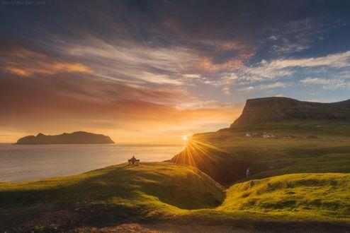 Обои Человек сидит на лавочке и наслаждается видом на закат, Faroe Islands / Фарерские острова, фотограф Daniel Kordan