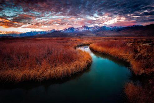 Обои Восход солнца на реке Owens в восточной California / Калифорнии, фотограф Miles Smith