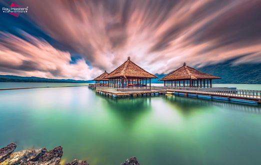 Обои Облачное небо над озером Batur Lake Bali / Батур, Бали, фотограф Bertoni Siswanto