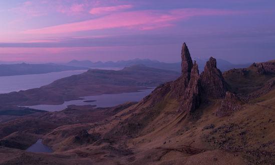 Обои Горы на острове Скай, Шотландия / Isle of Skye, Scotland на фоне вечернего фиолетового неба