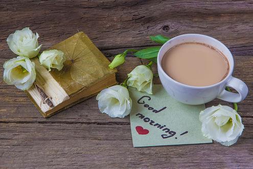 Обои Чашка какао рядом с белыми розами и посланием (Good morning! / Доброе утро!)