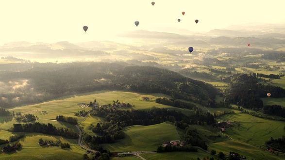 Обои Воздушные шары в небе над долиной