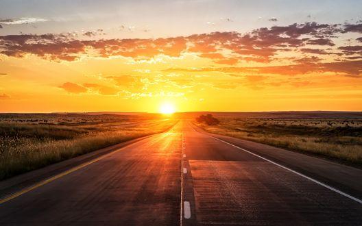Обои Рассвет, дорога, уходящая вдаль