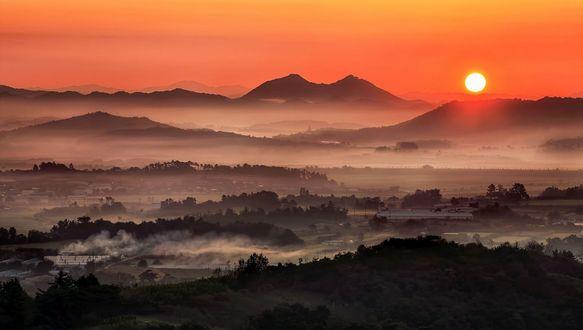 Обои Восходящее солнце над туманной долиной, Korea / Корея, фотограф Jaewoon U
