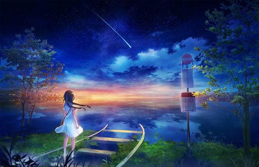 Обои Девочка идет по железной дороге, уходящей в небо с облаками
