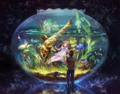Обои Hikari Sakishima стоит перед аквариумом, в котором плавает Manaka Mukaido, из аниме Nagi no Asukara / Когда успокоится море