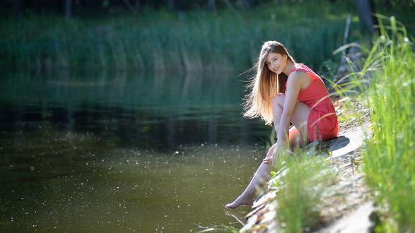 Обои Девушка Дана сидит у воды, фотограф Ivan Borys