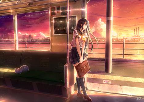 Обои Девушка-школьница в электричке, автор Kazeno