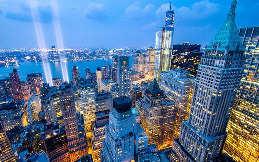 Обои Небоскребы в Нью-Йорке, США в вечернем освещении на фоне неба