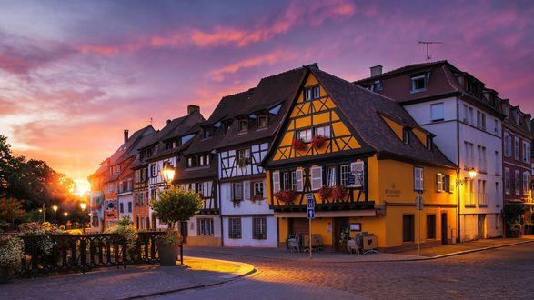 Обои Утро старого средневекового города Colmar / Кольмар, в регионе Эльзас во France / Франции